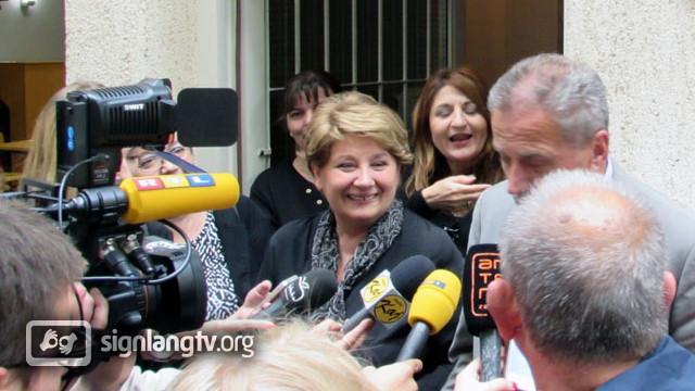 Mirjana Jurisa TV Croatian Sign Language interpreter